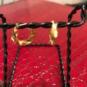 Jewelry - 14kt earrings ❤️